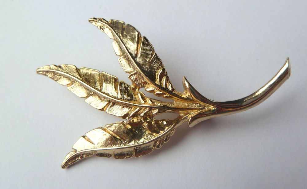 Vintage Sarah Coventry Triple Leaf Brooch